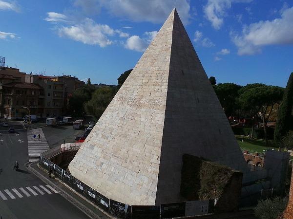 Cestiova pyramída