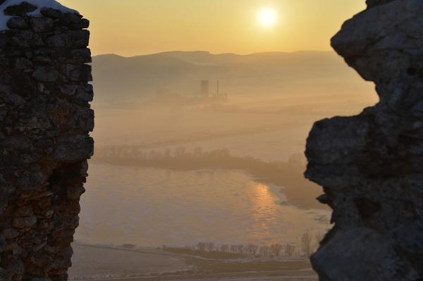 Zasnežený Turniansky hrad je
