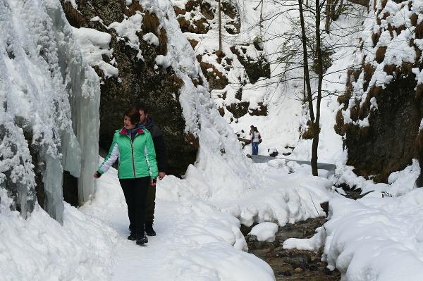 Jánošíkove diery lákajú turistov