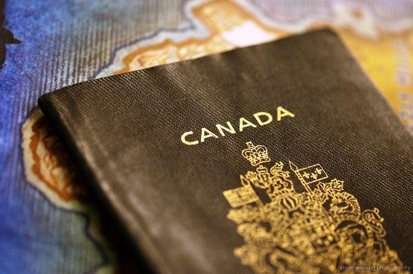 Vo svete zavádzajú pasy