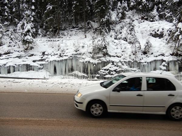 Ľadopád medzi Demänovskou jaskyňou