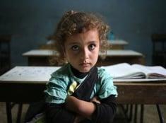 Dievča v škole