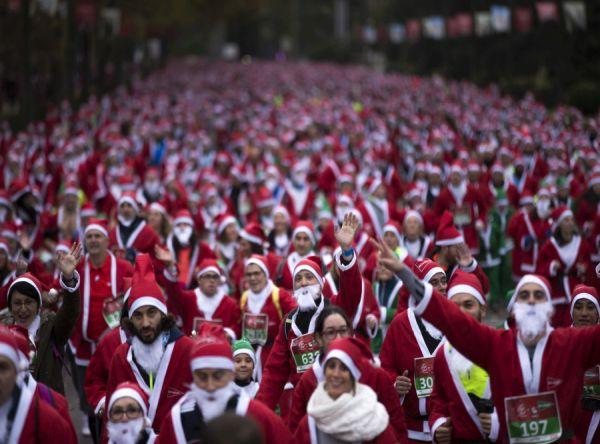 Hromadný beh Santa Clausov