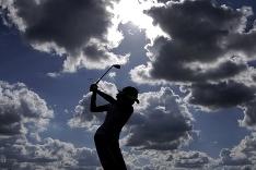 Golf počas zamračeného počasia.