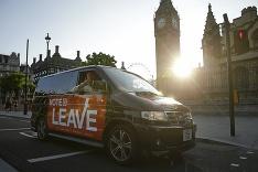 Briti v referende rozhodli. Z Európskej únie vystúpia.