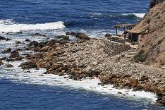 Surferi postavili útvary z kameňov