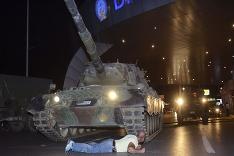 Proti tanku vlastným telom.