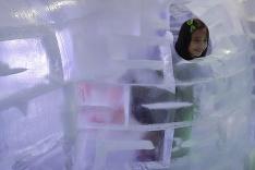 Kórejčania sa fotia v ľadových sochách