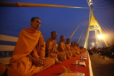 Budhistickí mnísi v Thajsku