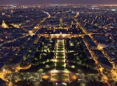 Paríž v nočnom šate