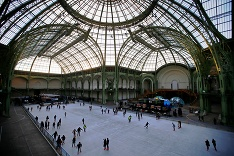 Korčuľovanie vo výstavnej hale Grand Palais v Paríži