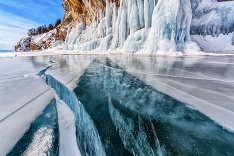 Zamzrnuté ruské jazero Bajkal