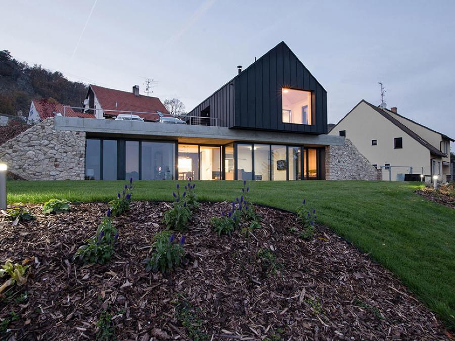 Dom postavený z dvoch domov
