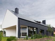 Energeticky úsporný dom nesie prvky vidieckej architektúry i moderného minimalizmu