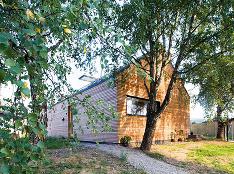V Starej Ľubovni stojí priamo v záhrade rodičovského domu netradičná drevostavba