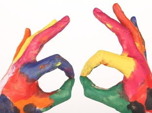 Igra prstiju i boja - Page 6 Farby-farba-farebnost-ruky