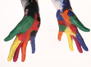 Igra prstiju i boja - Page 6 Farba-ruka-farebnost