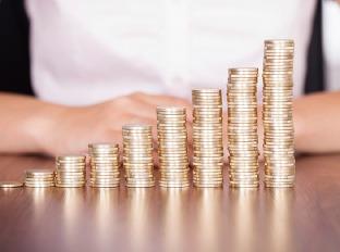 Zoznam najlepšie platených odvetví: Farmácia vedie, strojárstvo sa prepadá