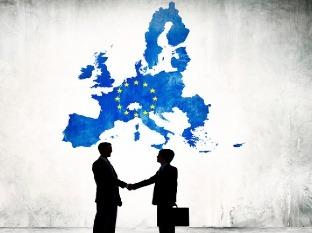 Priemerné platy v Európskej únii: Kto žije ako kráľ a kto živorí?