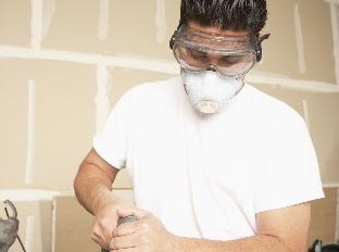 Dbajte na ochranu pri práci: Hrozí hluchota, zhoršenie zraku či problémy dýchacích ciest