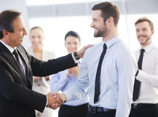 Nastupujete do prvého zamestnania? Týchto 8 rád sa držte, ak chcete zažiariť
