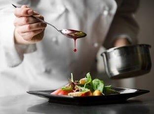 Reštaurácie potrebujú kuchárov, na