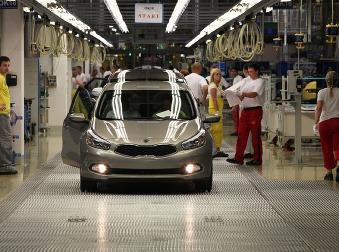 Zamestnanci Kie si prilepšia: Automobilka zvyšuje platy aj príplatok za prácu v noci