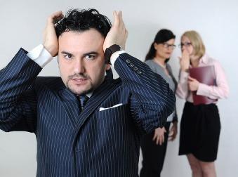 9 vecí, ktorými vytočíte kolegov do vývrtky: Toto v práci radšej nerobte