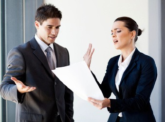 Môže vás zamestnávateľ nútiť podpísať výpoveď? Právnička radí