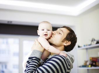 Otec na materskej dovolenke? Takéto sú jeho povinnosti voči zamestnávateľovi
