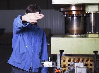 Pracujúcich načierno je čoraz viac: V týchto odvetviach sa nelegálne zamestnáva najčastejšie