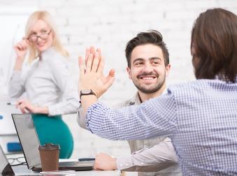 Firmy, chcete si udržať zamestnancov? Nemusíte im zvýšiť plat, stačí, ak začnete robiť toto