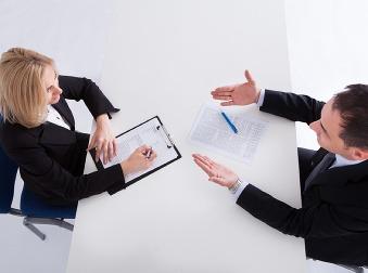 Využite silu psychológie: 15 trikov, vďaka ktorými si získate personalistu na pohovore