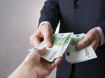 Budú príplatky za prácu cez víkend povinné? V parlamente budú hlasovať o tomto návrhu