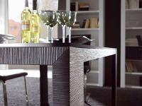 Stôl Holtkamp so štruktúrovaným
