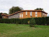Originálny dom so zvlnenou