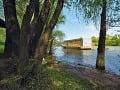 Plávajúca chata na Váhu