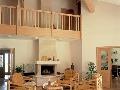 Svetlé drevené prvky sú
