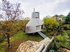 Nezvyčajný dom v sade