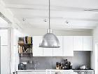 Bielu kuchyňu so sivým