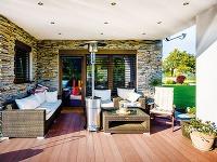 Rozšírená terasa nadväzuje na