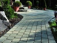 Kladenie betónovej dlažby sa často spája s množstvom chýb, ktorým sa dá jednoducho vyvarovať!