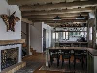 Súťaž Interiér roku: Rodinný dom v Banskej Štiavnici postavený ako kópia baníckeho domčeka