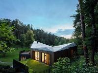 Nádherný rodinný dom ukrytý v lesoch neďaleko hlavného mesta