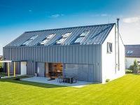 Klasický tvar a moderný vzhľad: Majitelia si bývanie v rodinnom dome nevedia vynachváliť