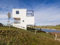 Nadčasové bývanie v Hrubej Borši: Domy ako tetrisové kocky
