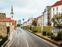 Mesto verzus vidiek: Odísť do satelitného mestečka, alebo zostať bývať vo veľkomeste?
