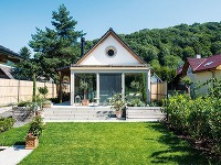 Prízemný domček v Borinke s gánkom a klasickou sedlovou strechou