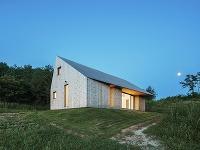 Dokonalá geometrická hra architektov spravila z jednoduchého rodinného domu jedinečnú stavbu