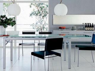 Jedálenský stôl Brera. Ligne